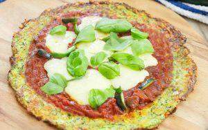 pizza-crocante-com-massa-de-abobrinha